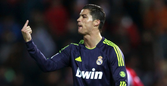 Cr7-dedo-Granada-2013.jpg - 640x450