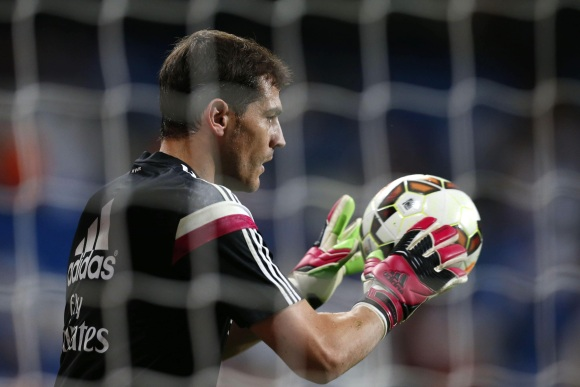casillas-calienta-efe.jpg - 640x450