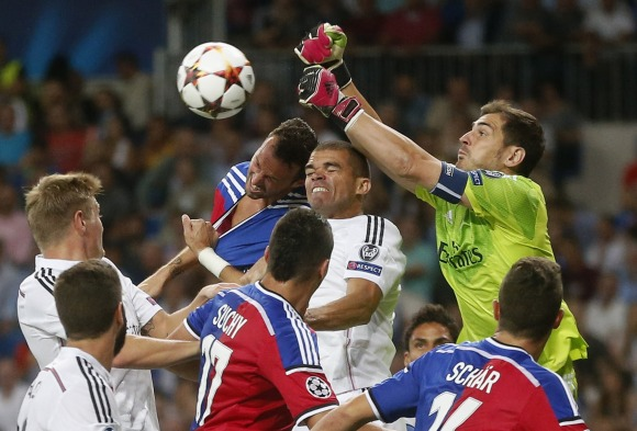 Casillas-despeja-Basilea-2014-reuters.jpg - 640x450