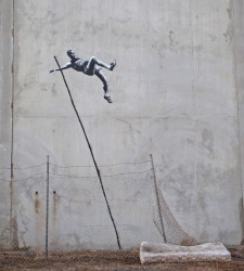 Foto | El graffitero britnico Banksy recibe a Londres 2012 con dos nuevas obras