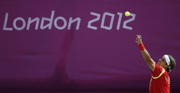 Ferrer-saque-Londres-2012-EFE.jpg
