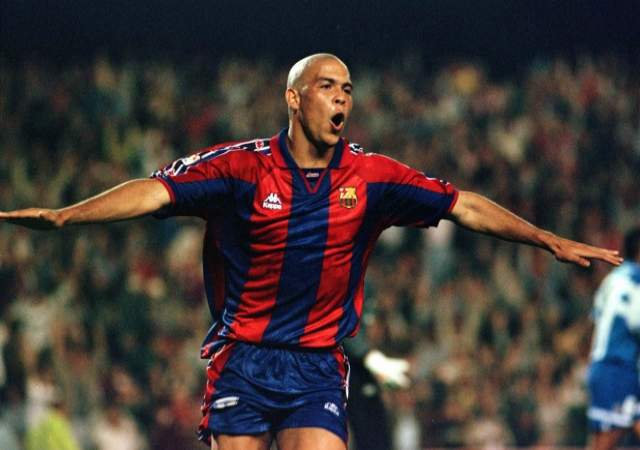 ronaldo bclona A new book reveals how Ronaldo had a threesome in the Barcelona dressing room