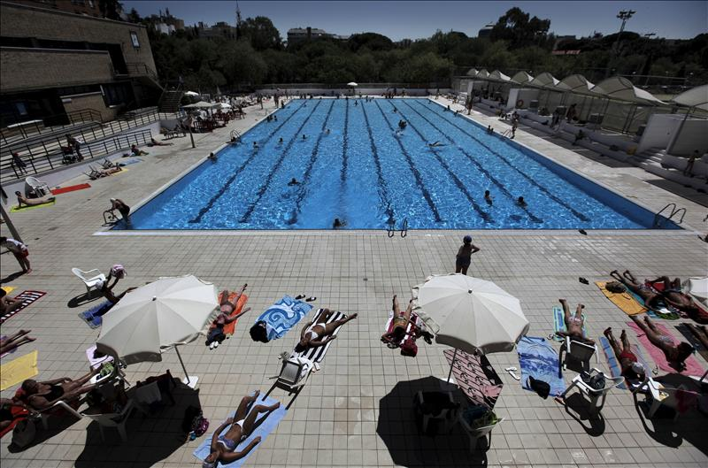 Iu parla denuncia que sigue existiendo un club privado en for Piscina municipal parla