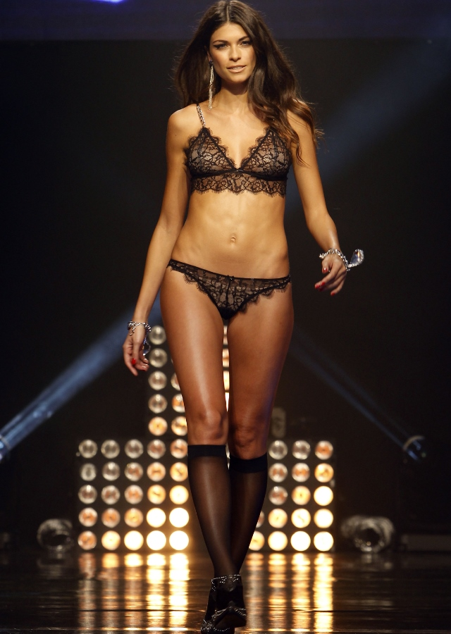 linda morselli sexy lingerie modella