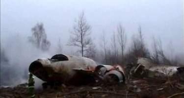 Hallan indicios de explosivos en el avión en el que murió el presidente de Polonia