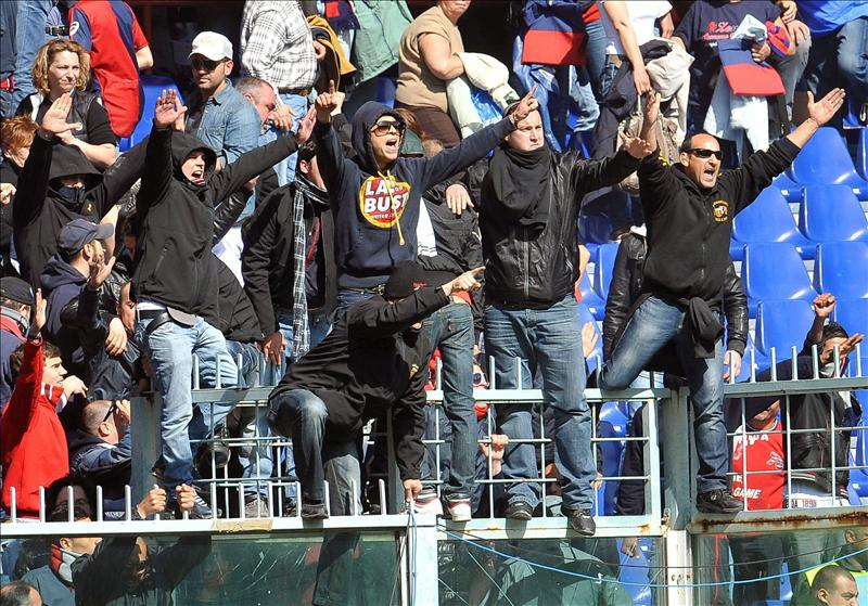Italia busca a los ultras que obligaron a suspender el ...